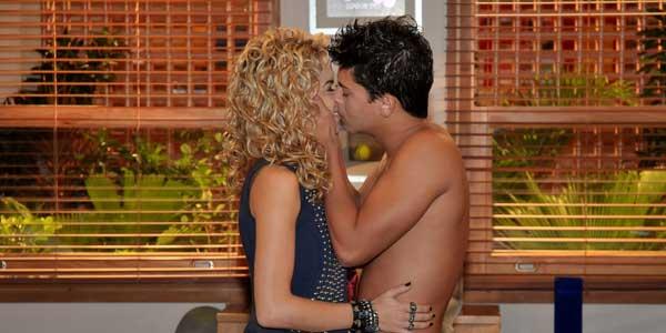 Diego e Roberta passam a noite juntos