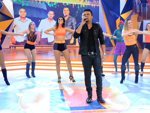 Sorriso Maroto canta seus sucessos no Legendários