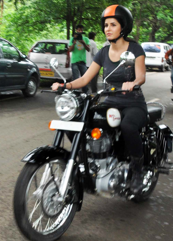 Bike Girl Live Wallpaper Your Guide To Correct Riding Posture Rediff Getahead