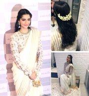 sonam swara give sari thumbs