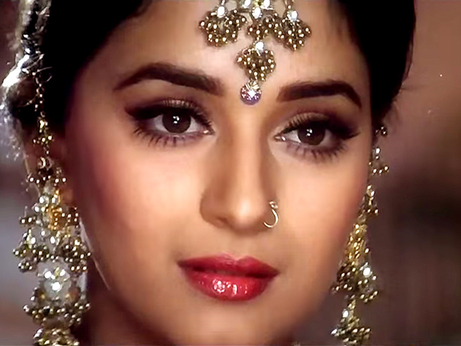 Blue Eyes Song Girl Wallpaper Lessons From Bollywood How To Wear A Bindi Rediff Com