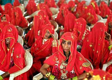 Resultado de imagem para virginity test india