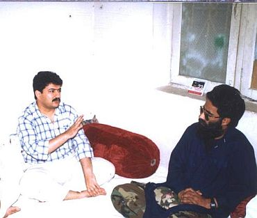 Exclusive Image: Hamid Mir chats with Ilyas Kashmiri