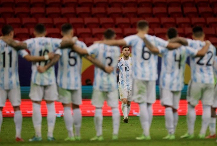 Lionel Messi and his Argentina teammates during the penalty shoot-out against Colombia in the semi-finals of Copa America 2021