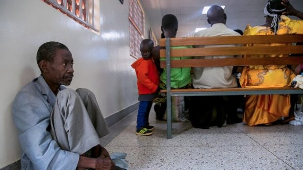 People in Africa live at higher ages with non-communicable diseases such as cancer. However, the local health service is not ready for this and there is a single radiotherapy facility waiting for the patient crowd, for example in Uganda.