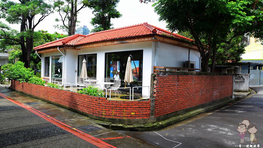 成真咖啡 臺中審計店 紅瓦、磚牆、綠蔭老屋舍。咖啡、舒芙蕾鬆餅都美好 – 一哥一嫂趣旅尋