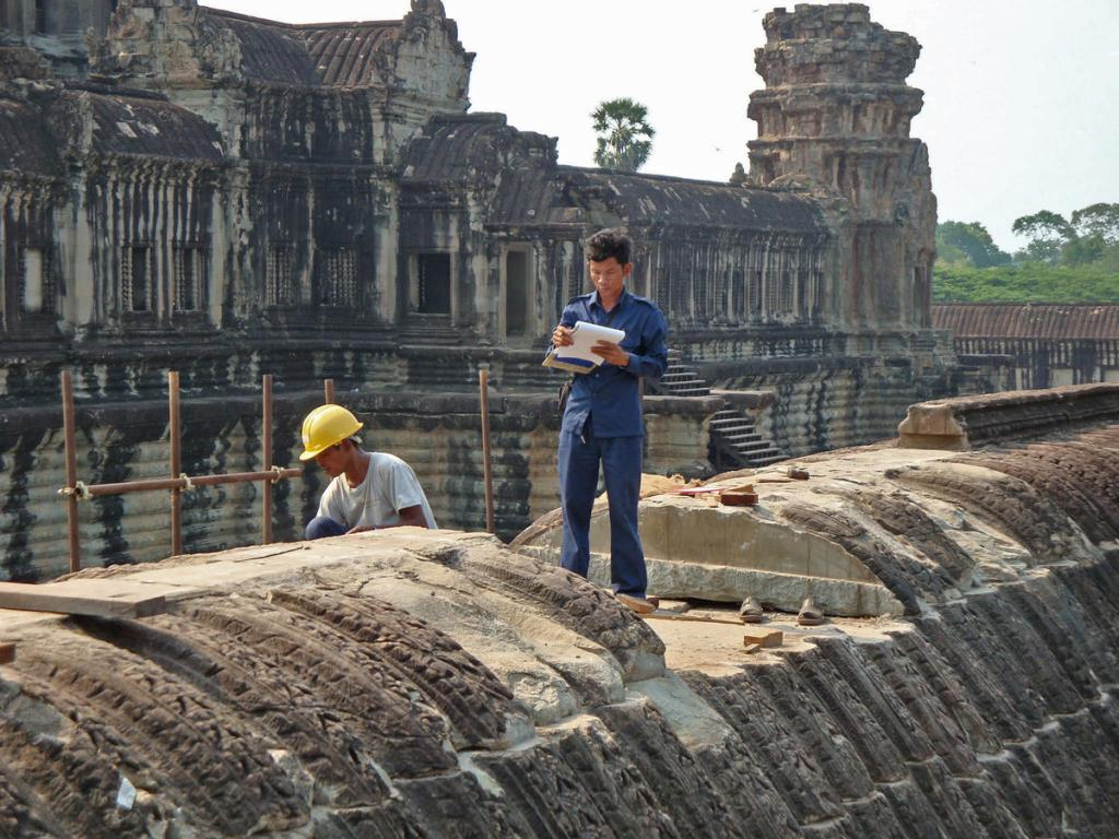 Country: Cambodia Site: Angkor Wat, Churning of the Sea of Milk Caption: Gallery roof conservation project Image Date: April 2009 Photographer: Konstanze von zur Muehlen/WMF Provenance: Site Visit Original: email from Konstanze von zur Muehlen