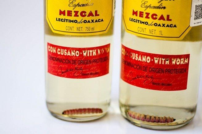 Gusanos en dos botellas de mezcal Gusano Rojo