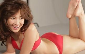 紗栄子の下着CMメイキング映像キャプ画像!やっぱダルを一時血迷わせたカラダはすげーなwwwww ※キャプ画像35枚