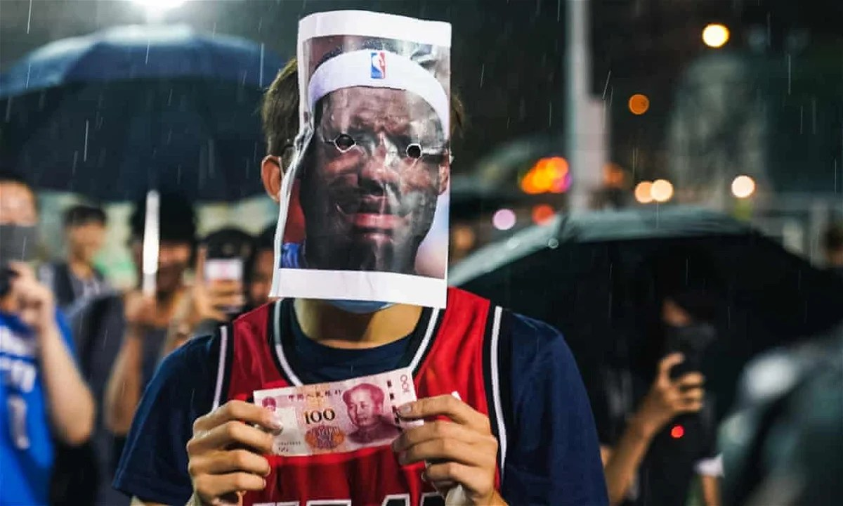 "Photo of ""All He Cares About Is Money, Not Human Rights"": Hong Kong Activists Targets LeBron James for Hypocrisy – EssentiallySports"