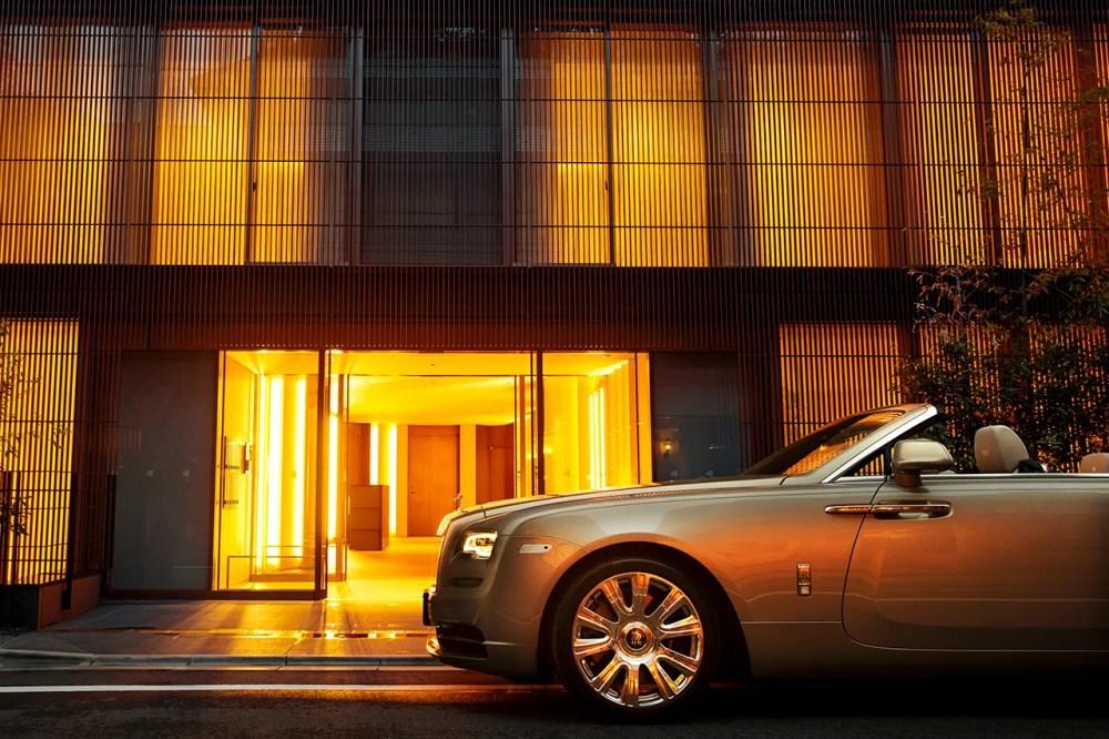 Kengo Kuma Designs Bespoke Rolls-Royce Dawn to Match Central Tokyo Penthouse