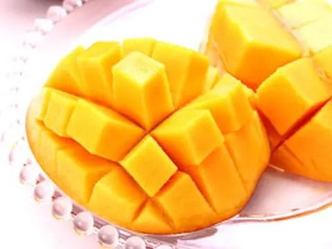 【果物の福袋】果汁がジュワッとあふれ出す!沖縄産完熟マンゴー(訳あり) 2kg