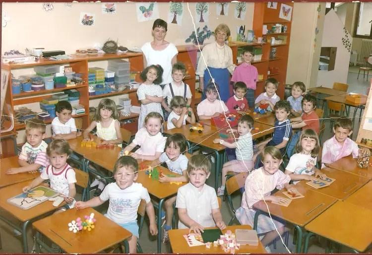 Photo de classe Maternelle de 1986 Ecole Saint Paul Saint Clair Du Rhone  Copains davant