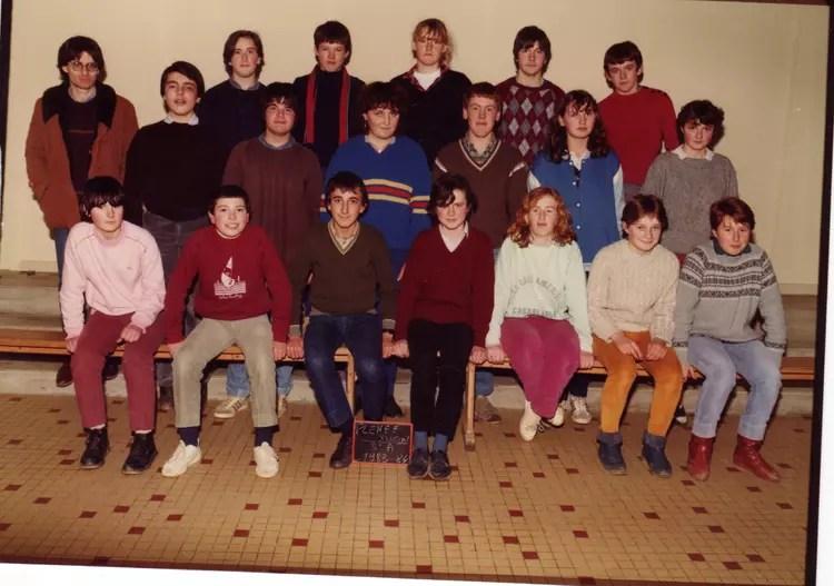 Photo de classe 6 me de 1980 Collge La Croix De Pierre  Copains davant