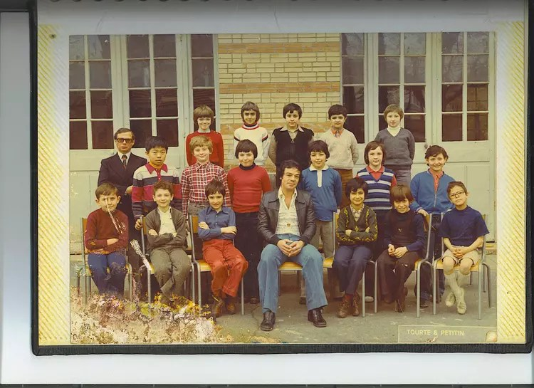 Photo de classe Mr CERRUTTY 27 RUE DE REUILLY PARIS 12 de 1975 Ecole 75012  Copains davant
