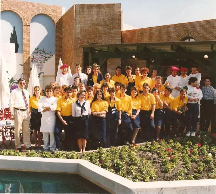 Photo de classe Equipe de Caius Cepaderefus de 1989 Parc Astrix  Copains davant
