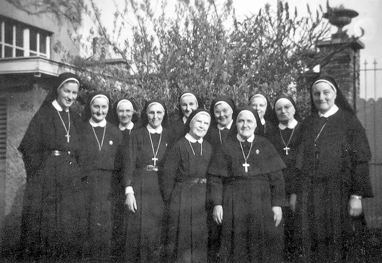 Photo de classe Les soeurs de 1963 Pensionnat La Providence Templeuve  Copains davant