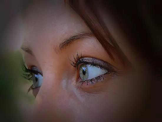 Réverie - Les yeux en disent tellement long...<br>merveilleux , perçant '<br>pénétrant , lumineux ...