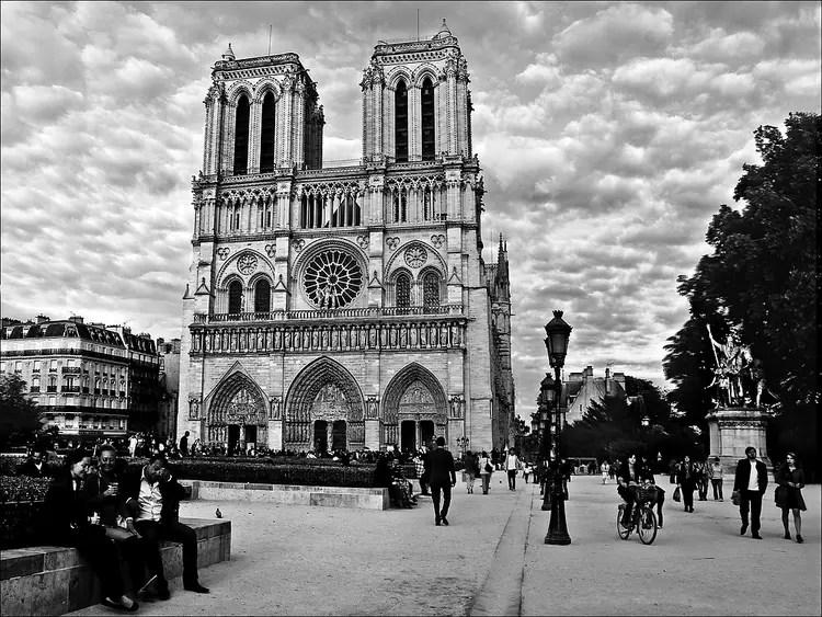 Notre dame de Paris par Joelle MILLET sur LInternaute