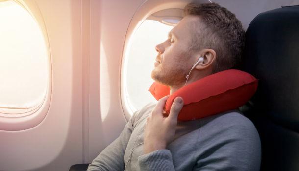 搭飛機、長途車。頸枕怎麼用才對?|大人社團 - 與你一起實踐美好生活