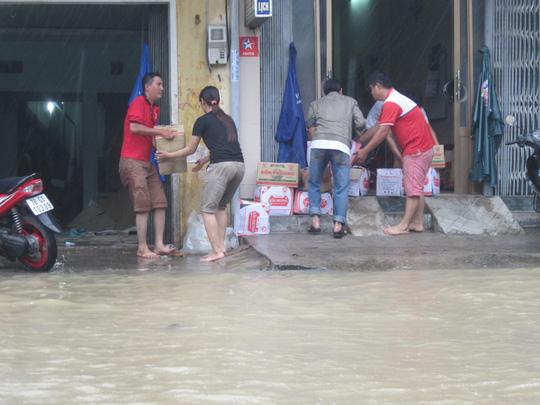 Thủy điện xả lũ lớn nhất 7 năm qua, Phú Yên ngập nặng - 6