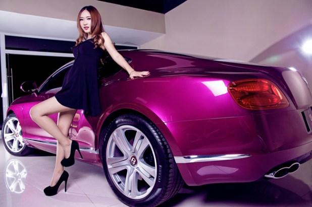 Chiếc Bentley siêu sang màu tím