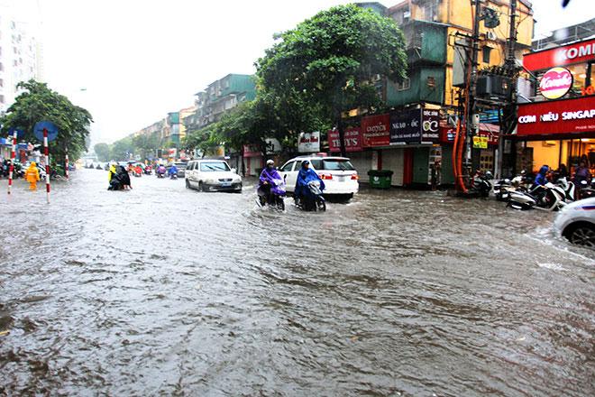 Áp thấp nhiệt đới giật cấp 9 áp sát đất liền, miền Bắc sắp mưa trút nước - 1