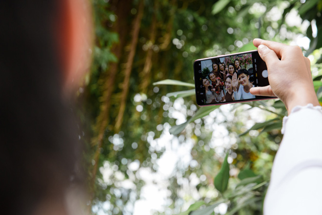 OPPO F5 lộ thiết kế màn hình tràn trong HHHV và MV của Noo Phước Thịnh - 5