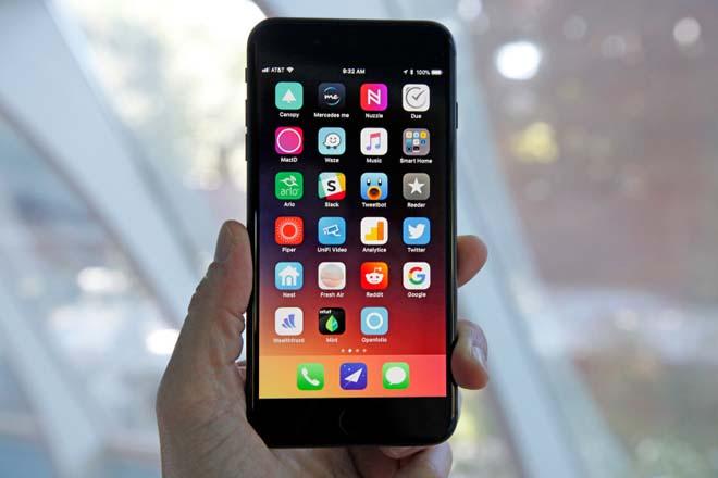 """iPhone 8/ 8 Plus """"xách váy"""" cho Galaxy S7 trong bảng xếp hạng mới nhất - 1"""