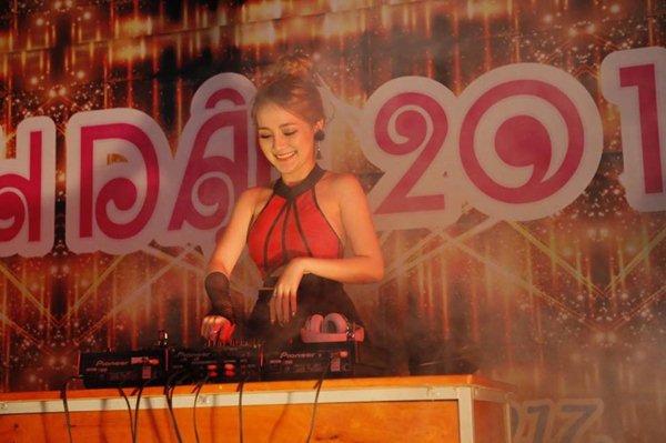 """Váy áo sexy của DJ Sài Thành khiến bao người """"đau con mắt bên phải"""" - 4"""