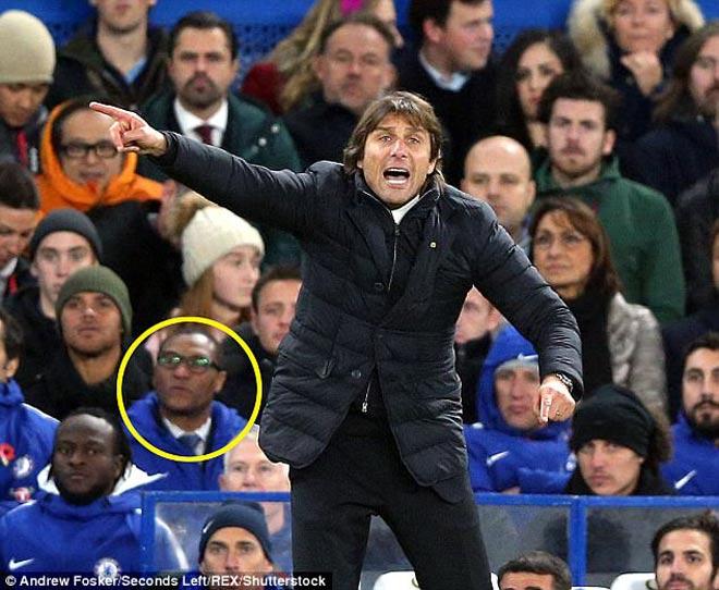 Chelsea căng thẳng tột độ: Sếp lớn từ chức sốc, fan hả hê ủng hộ Conte - 1