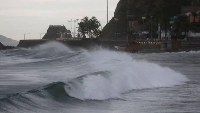 Uragano Willa impatta sul Messico con venti fino a 220km/h