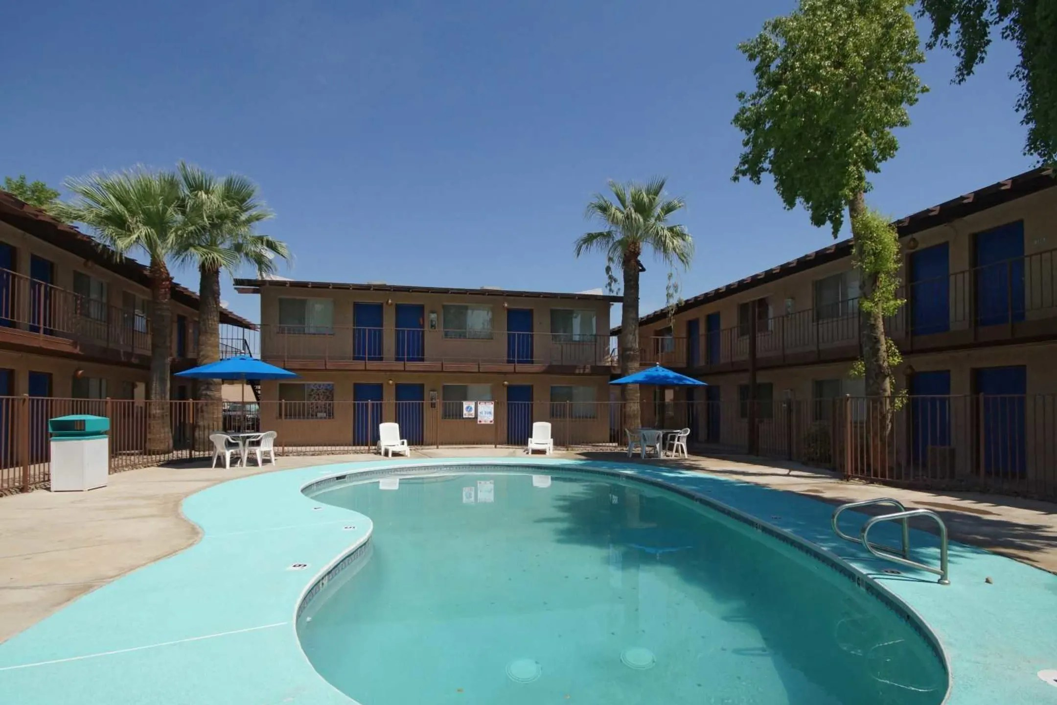 Chateau Gardens Apartments  Phoenix AZ 85301