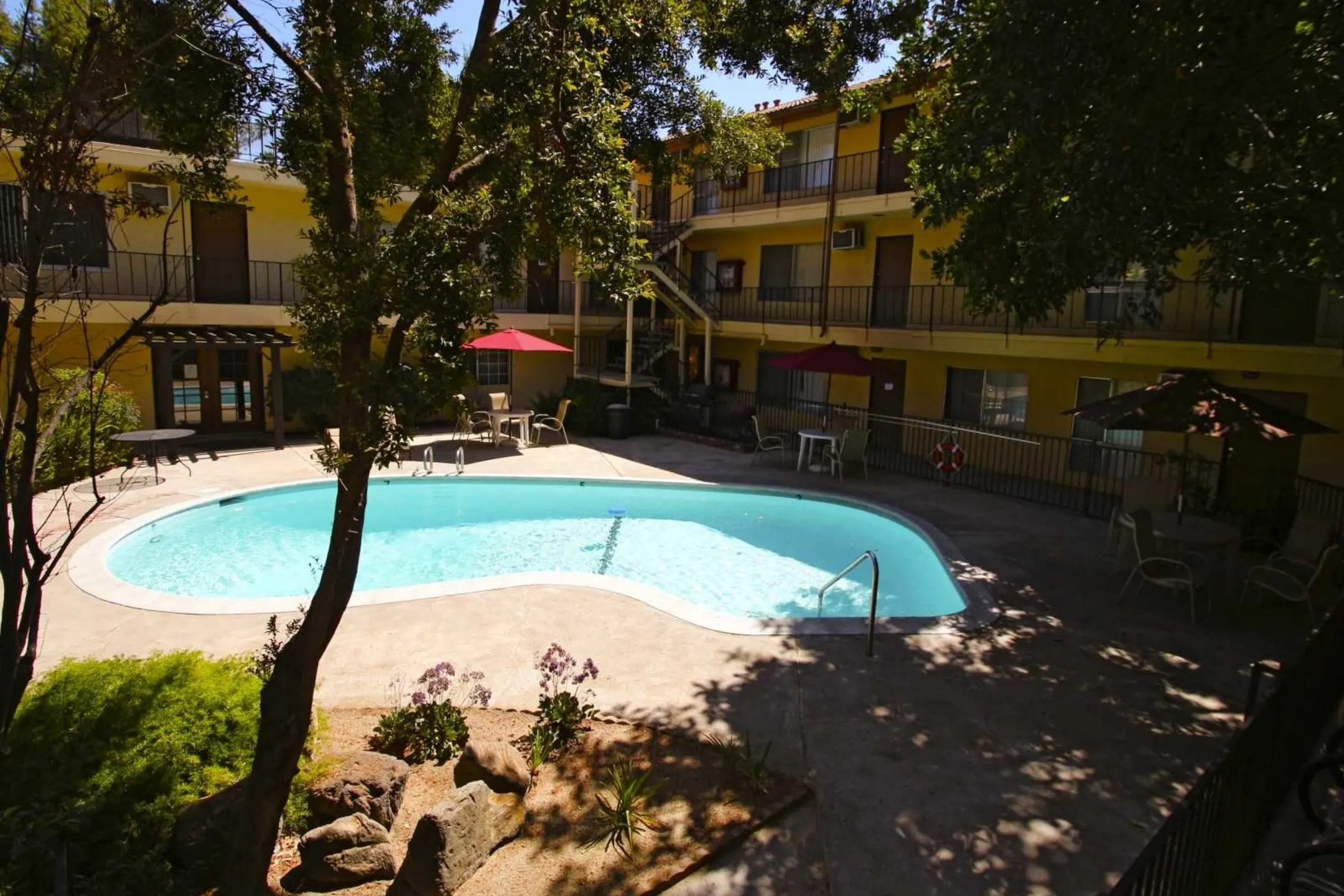 University Hills Apartments  Riverside CA 92507