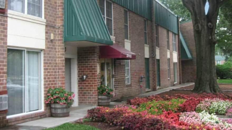 Oakmont North Apartments  Norfolk VA 23513  Apartments for Rent