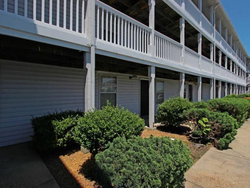 Crystal Lake Apartments  Norfolk VA 23502  Apartments for Rent