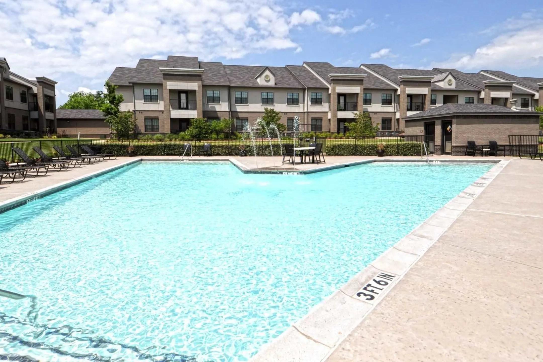 Legend V Apartments  Edmond OK 73034