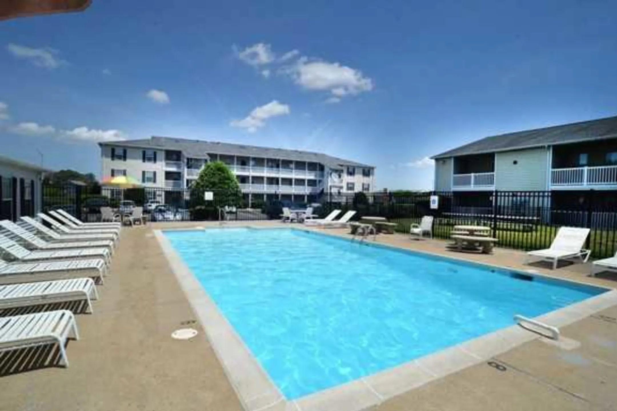 Crystal Lake Apartments  Norfolk VA 23502