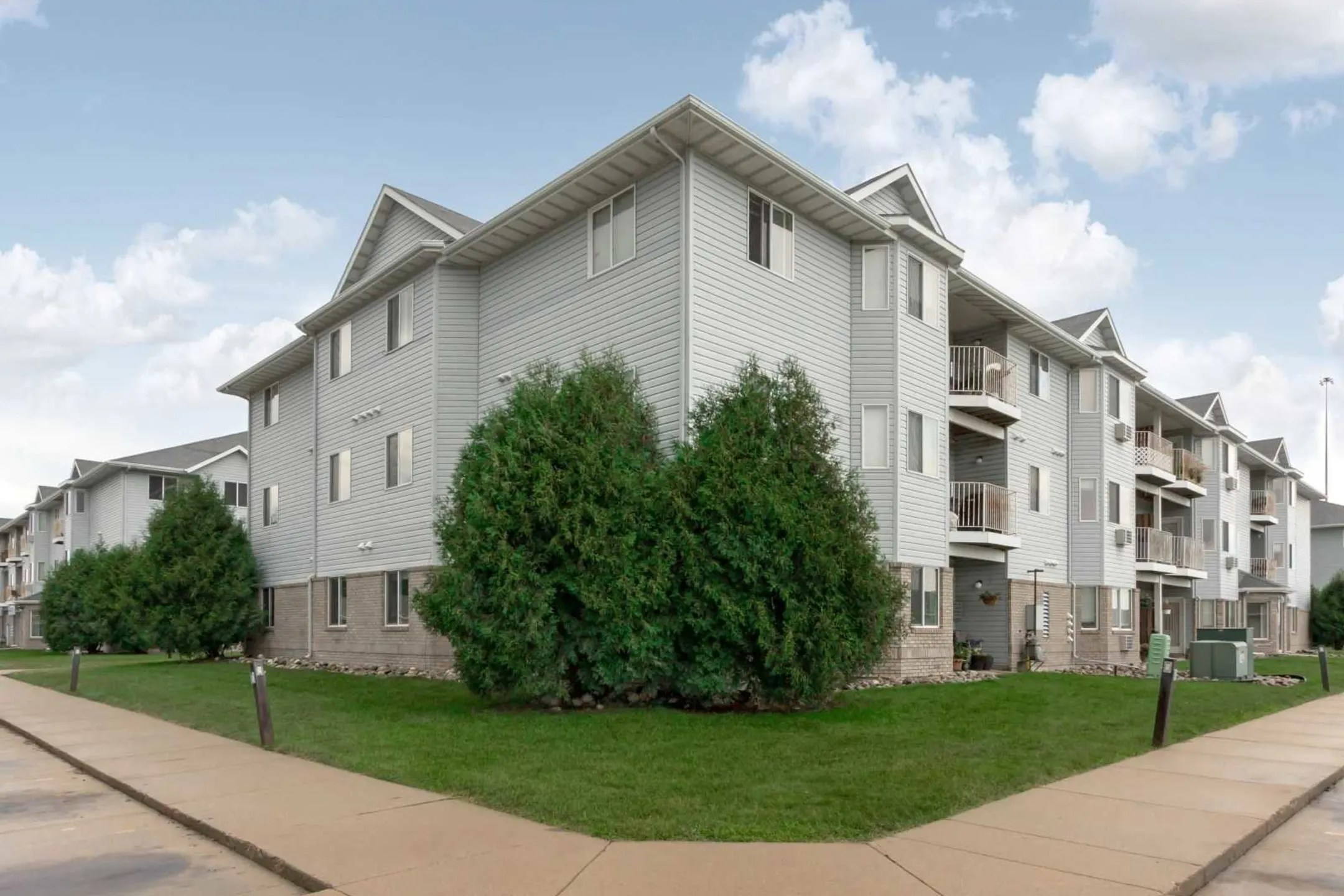The Woods Apartments  Fargo ND 58103