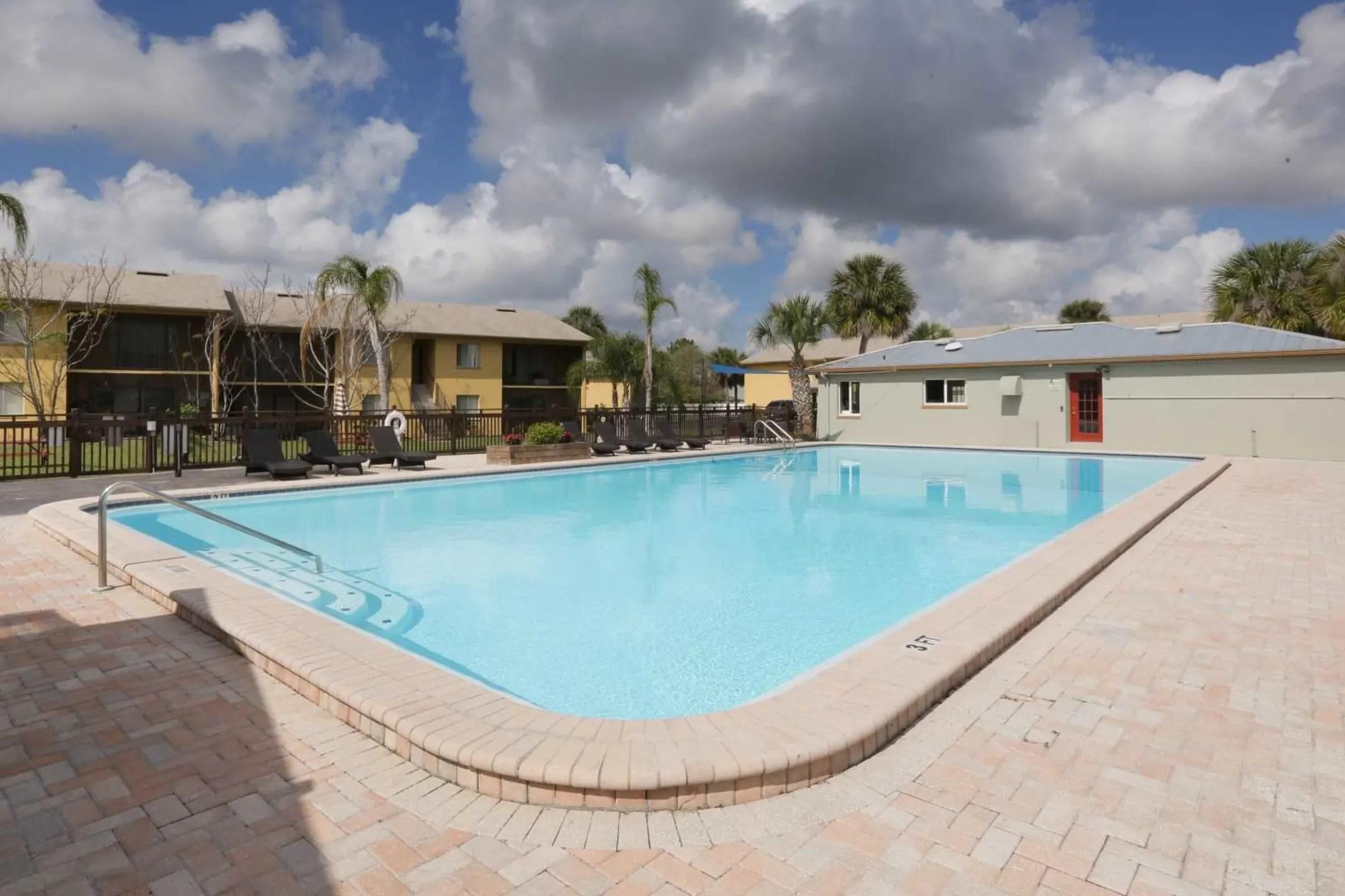 The Lodge at Woodlake Apartments  Lakeland FL 33803