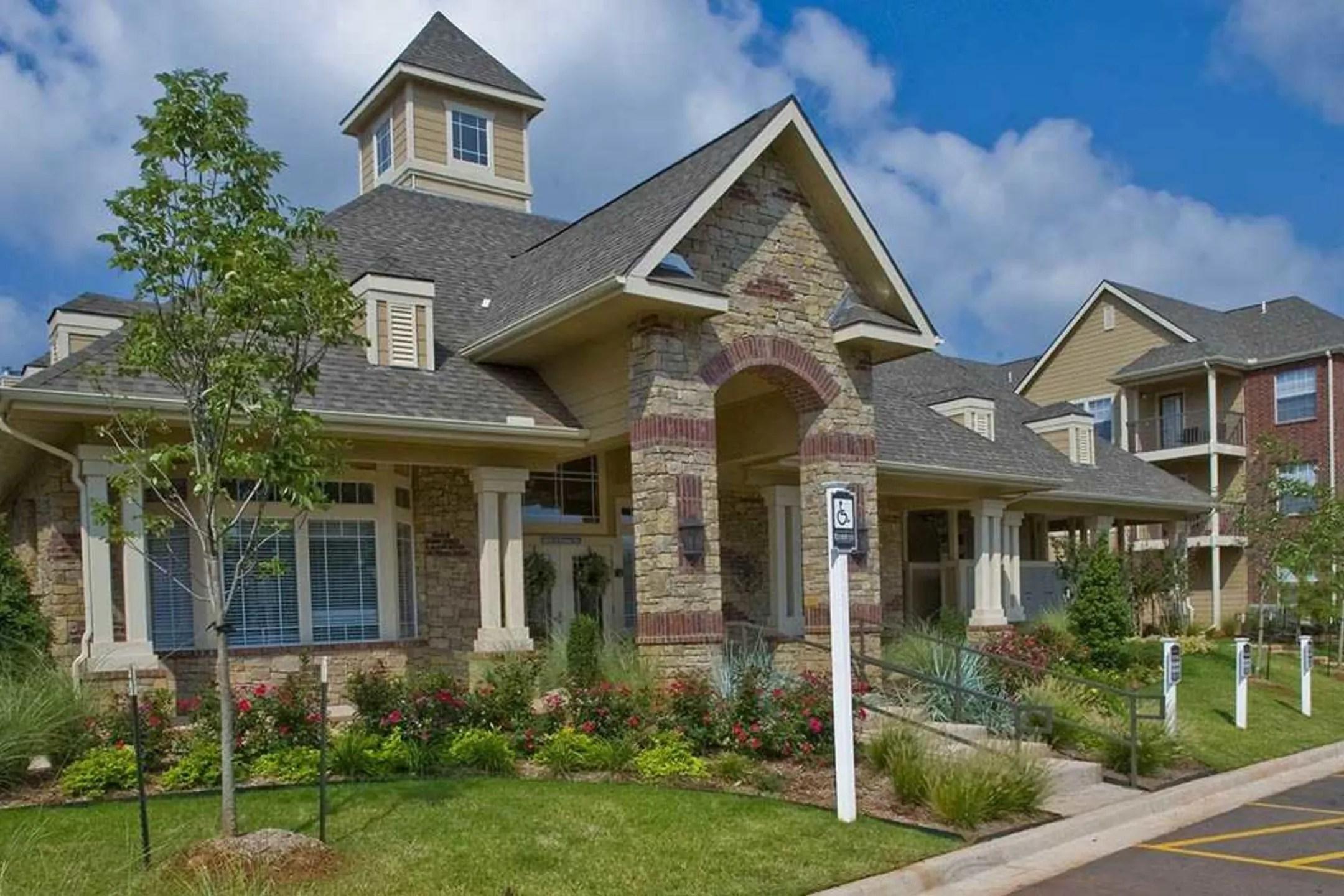 Fountain Lake Apartments  Edmond OK 73013