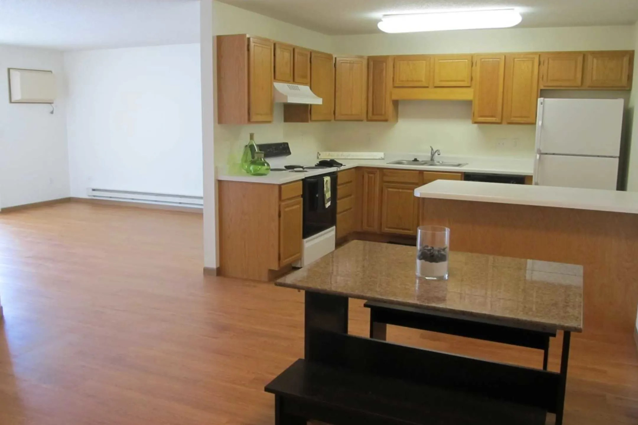 Pinehurst Apartments  Fargo ND 58103