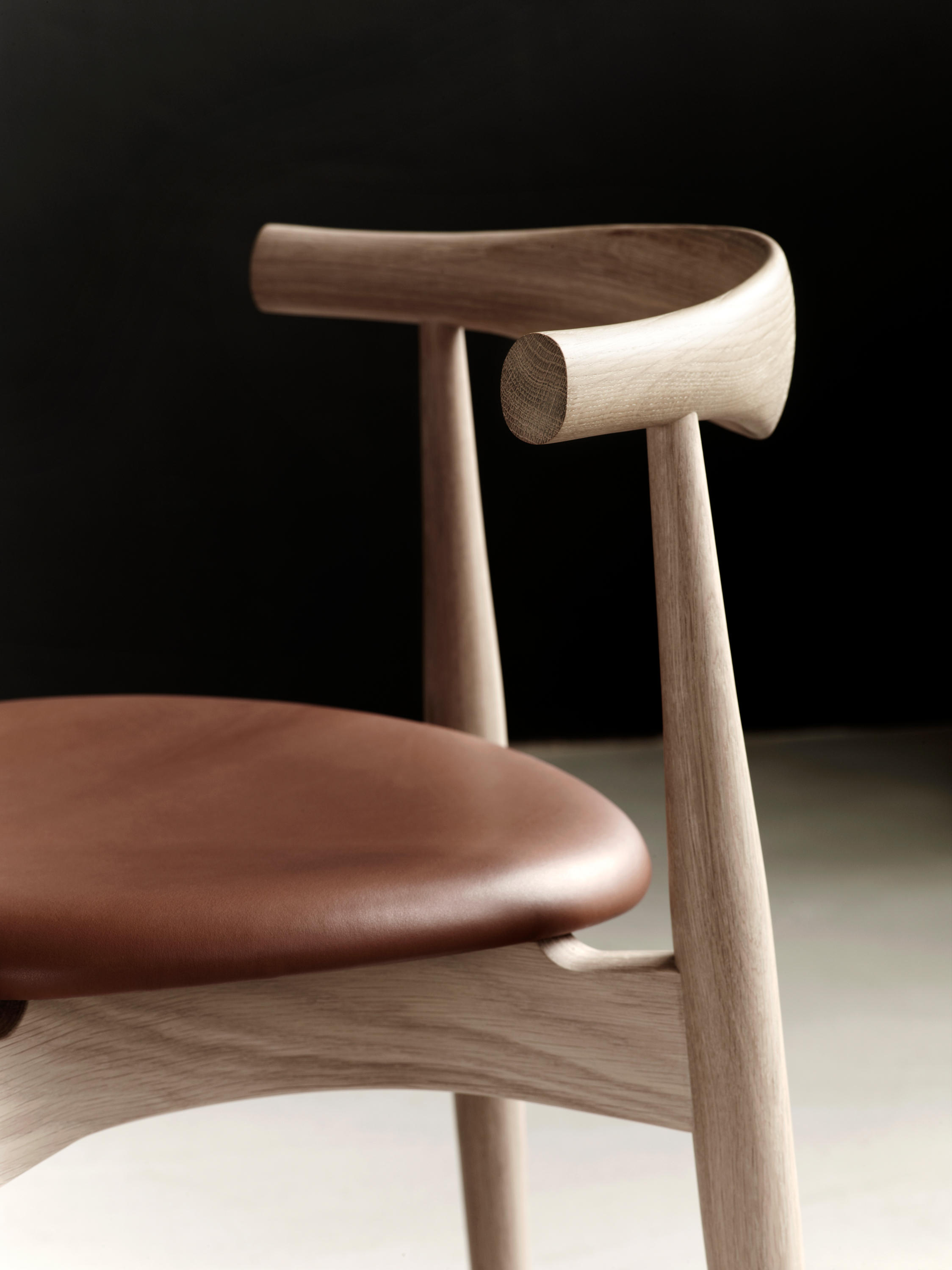 elbow chair stool office replacement base ch20 chairs from carl hansen and søn architonic
