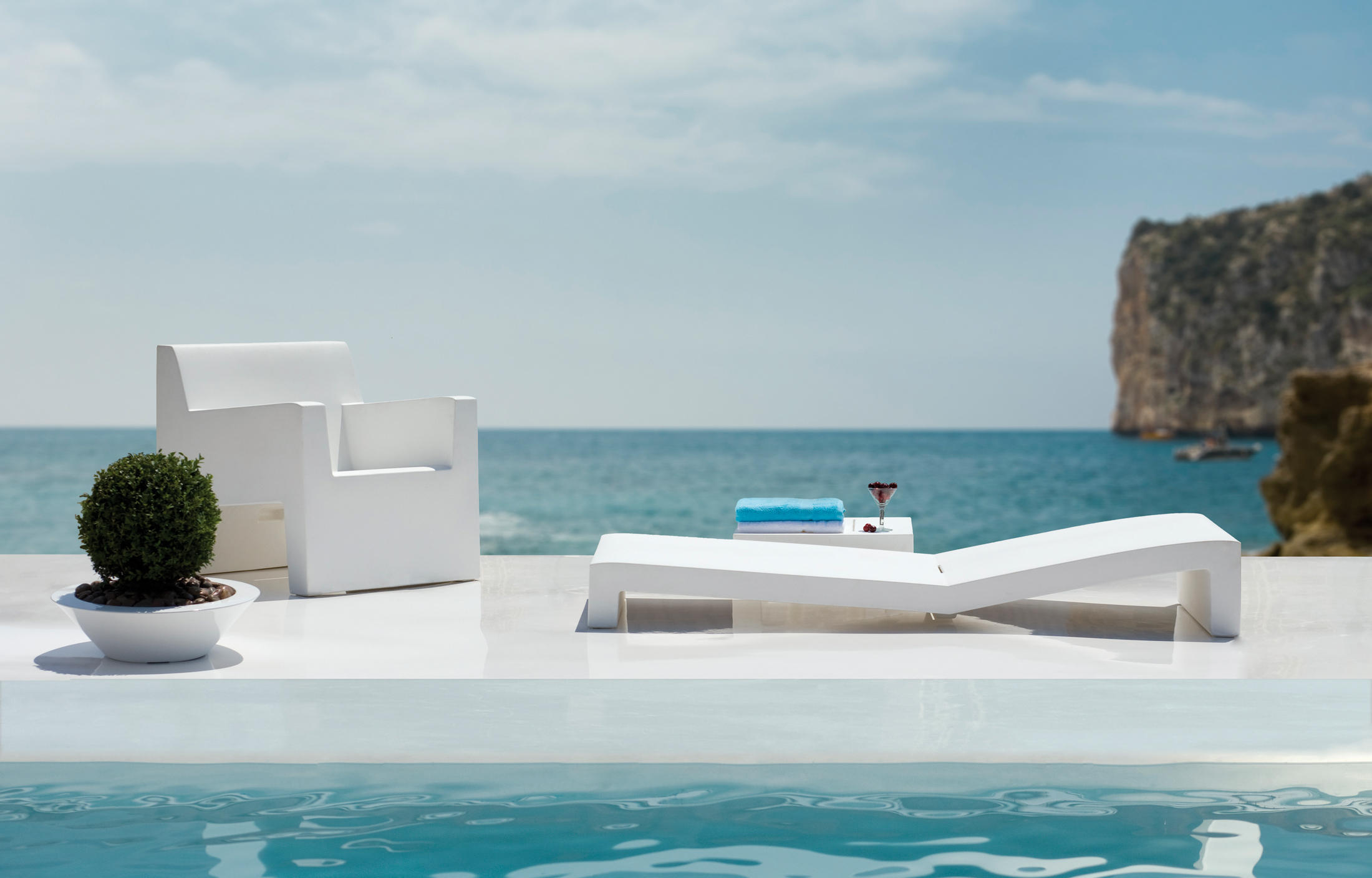 JUT TABLE 120 Coffee Tables From Vondom Architonic