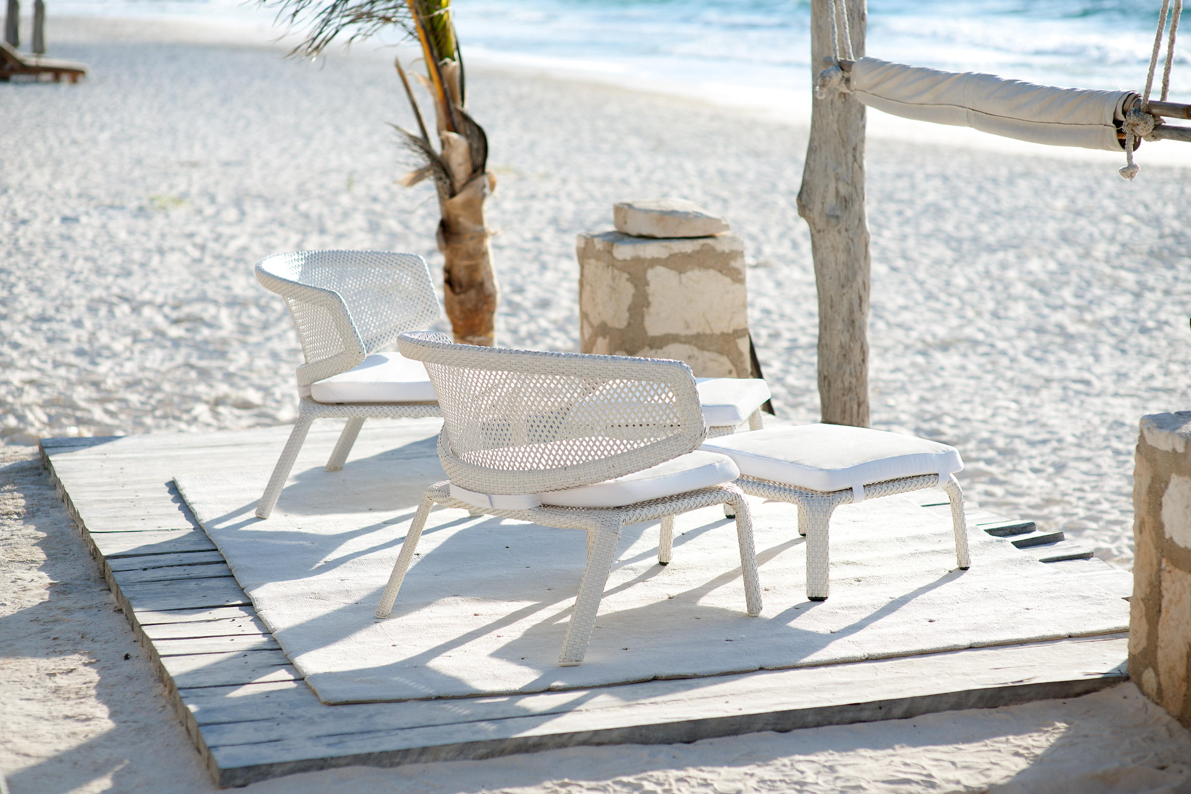 beach chair with wheels mid century modern dining table and chairs seashell armchair garden from dedon architonic