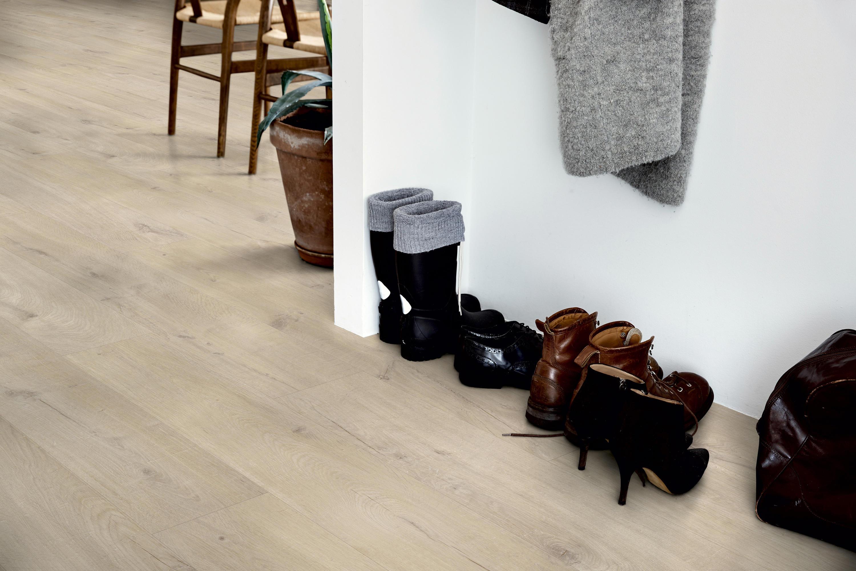 MODERN PLANK VINYL NATURAL VILLAGE OAK  Laminate flooring