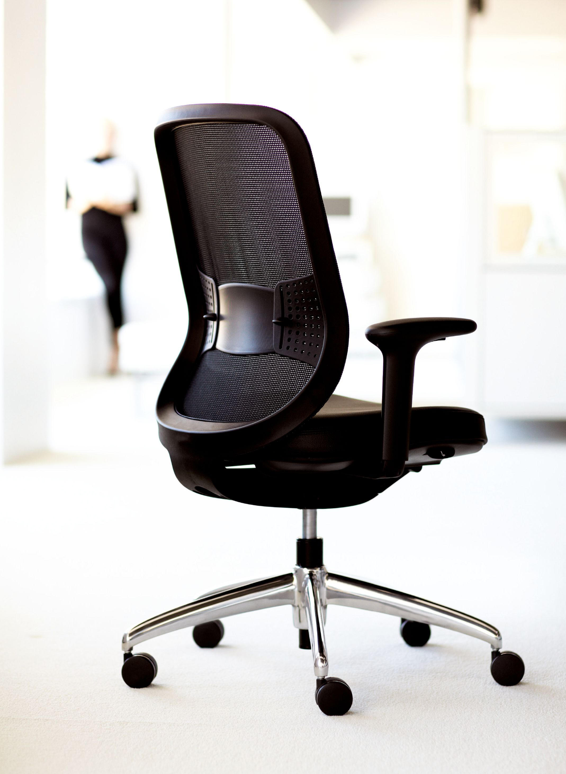 mesh back chairs for office cheap shampoo bowls and projek task chair - from teknion | architonic