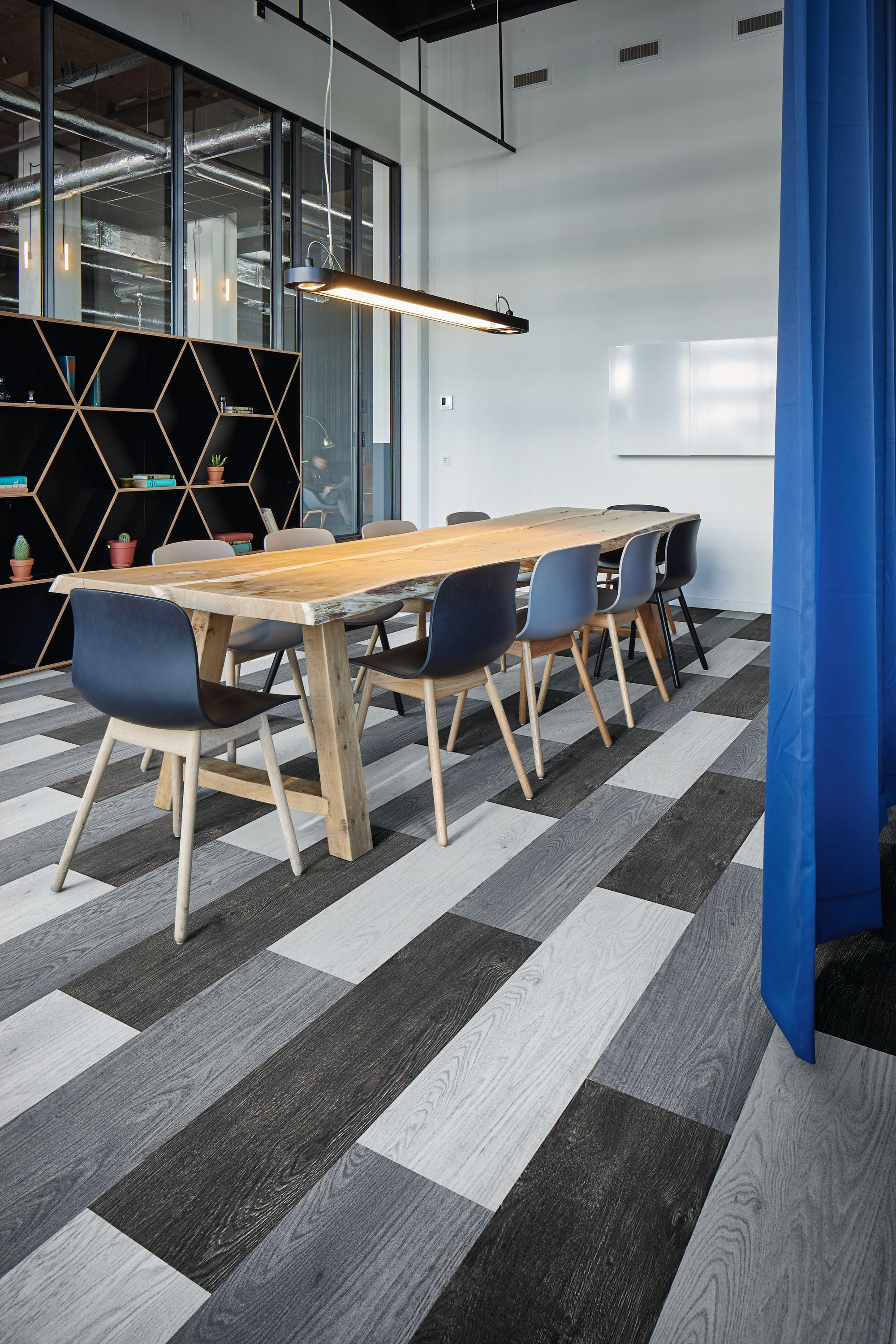 Flotex Teppich Flotex Planks Wood Black Carpet Tiles From Forbo