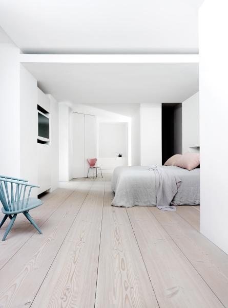 white floors in bedroom DOUGLASIE - Holzböden von DINESEN | Architonic