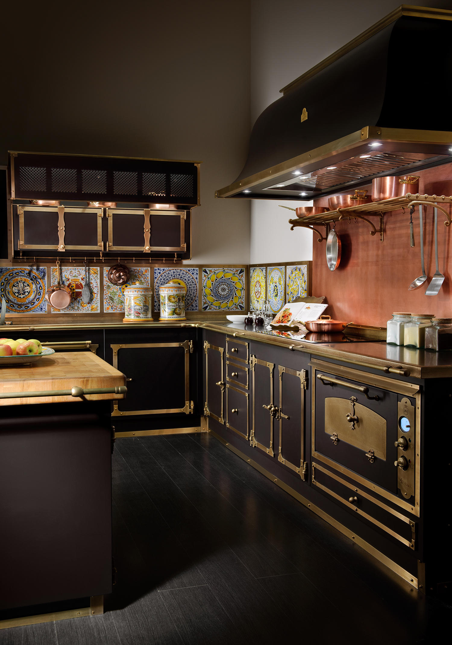 MEDICI PALACE KITCHEN  Fitted kitchens from Officine